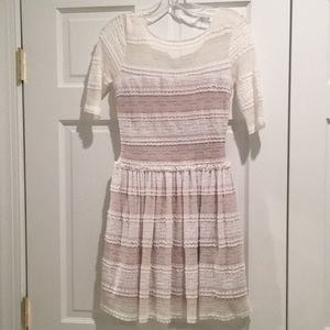 BCBG White Lace Dress With Sleeves. XXS & NWT.